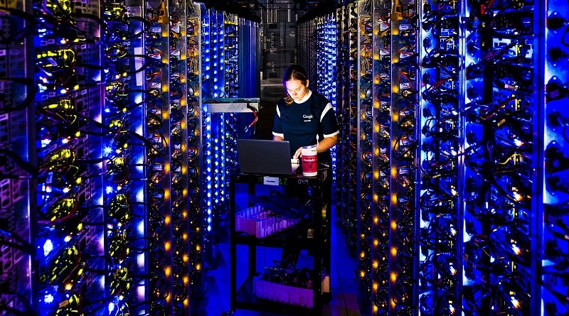 Denise-Harwood-Hardware-Operations-Google-Data-Center-The-Dalles-Oregon-blue-lights-led